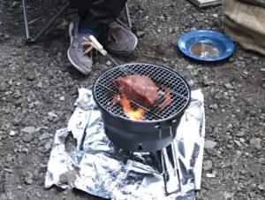 パックアウェイグリルⅡでブロック肉を焼く