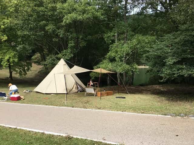 田貫湖キャンプ場 Cサイトに設営中