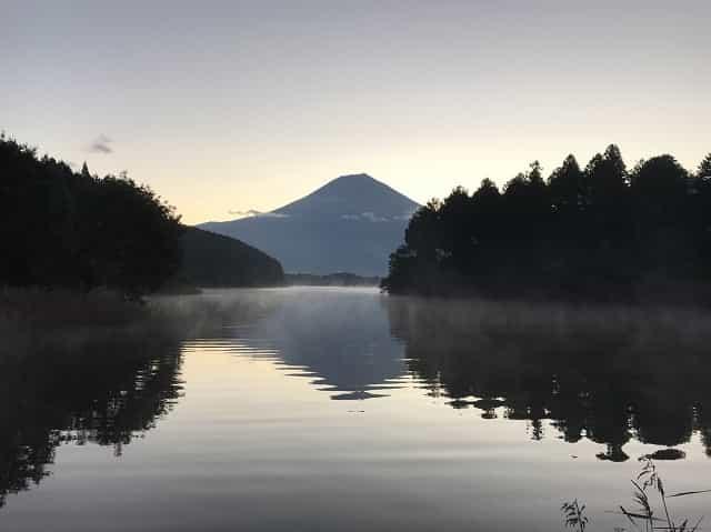 田貫湖キャンプ場 展望デッキからの逆さ富士