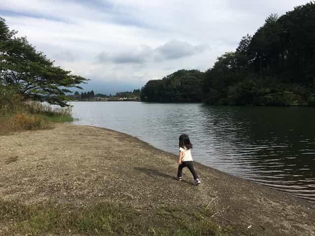 田貫湖キャンプ場 プライベートビーチ風の湖畔