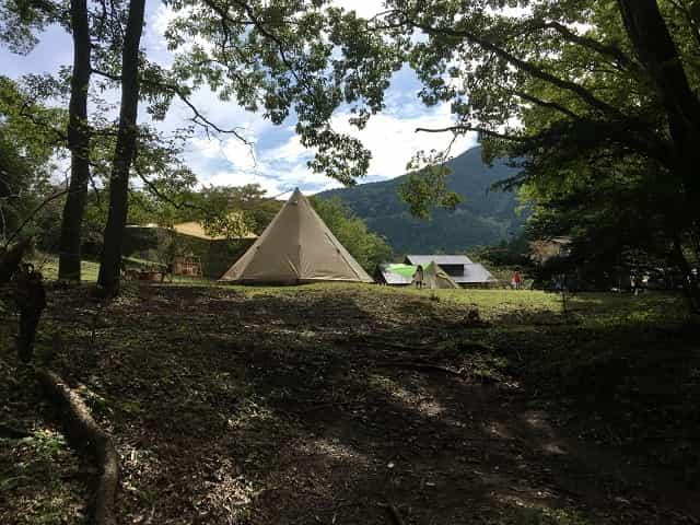 田貫湖キャンプ場 Cサイトに設営 湖側から