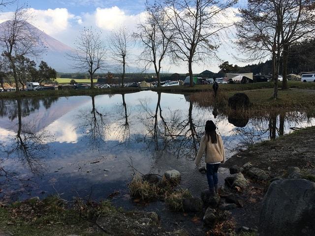 ふもとっぱら 池と小島