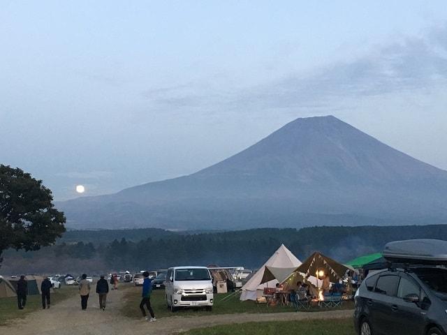 ふもとっぱら 満月と富士山