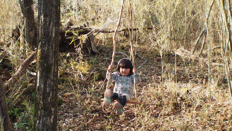 十里木キャンプ場 木のツタでブランコ