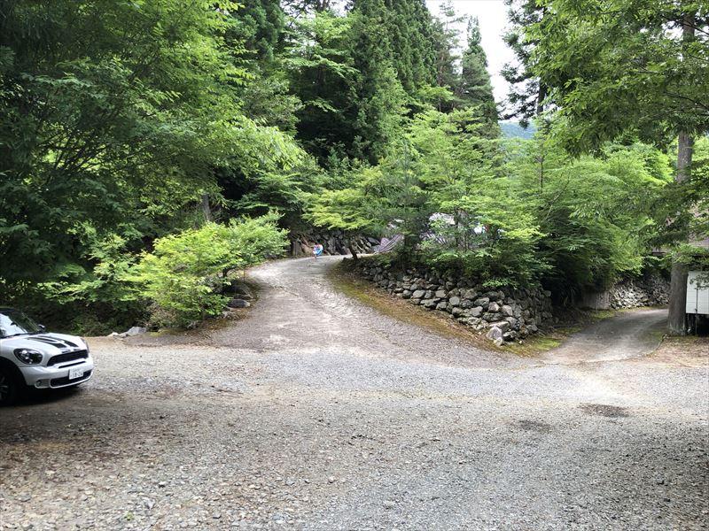 道志の森キャンプ場 滝サイト→プールサイトへ続く坂