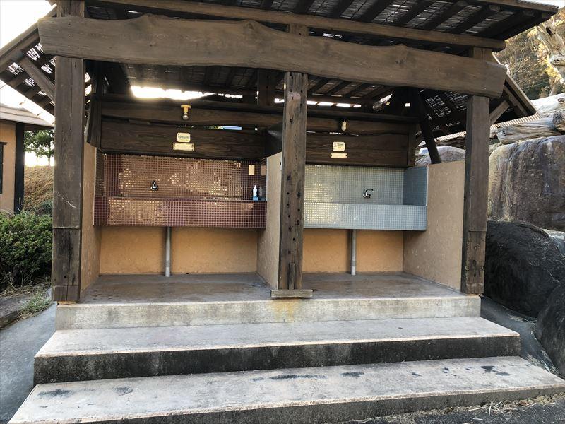 南伊豆 夕日ヶ丘キャンプ場 管理棟前水場