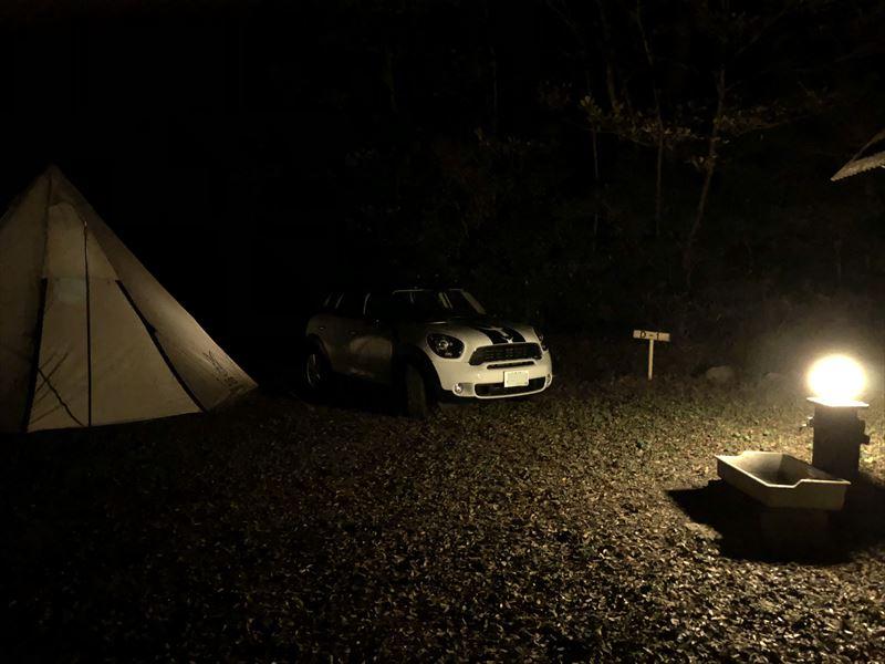 南伊豆 夕日ヶ丘キャンプ場 水場のライトが明るめ