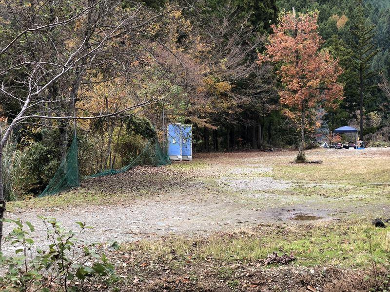 道志の森キャンプ場 広場サイト 仮設トイレ