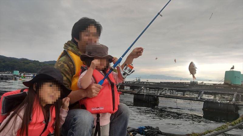 ボートで海釣り 一緒にゲット!