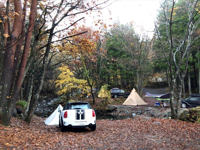 道志の森キャンプ場 念願の川沿いサイト 01