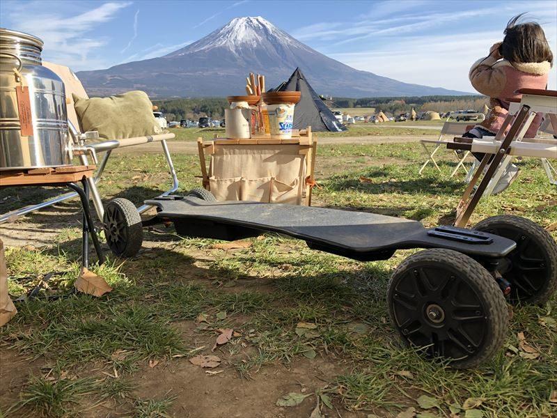 ふもとっぱら バックファイヤーレンジャーX1と富士山