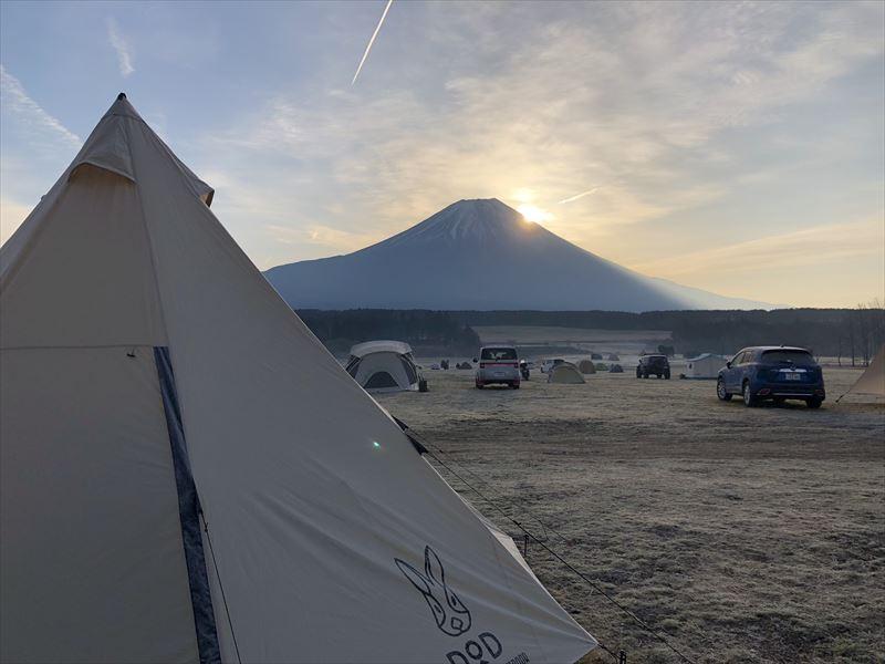 ふもとっぱら 富士山から日の出