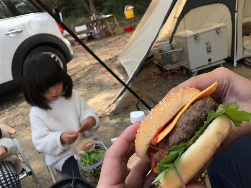 青野原オートキャンプ場 手作りハンバーガー