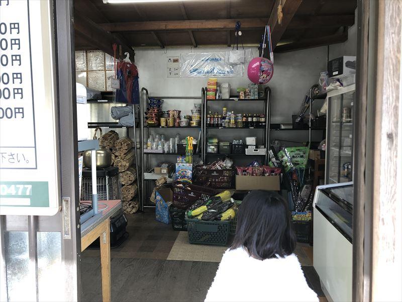 青野原オートキャンプ場 売店内部