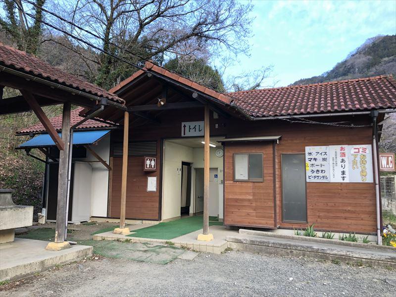 青野原オートキャンプ場 Aサイトトイレ01