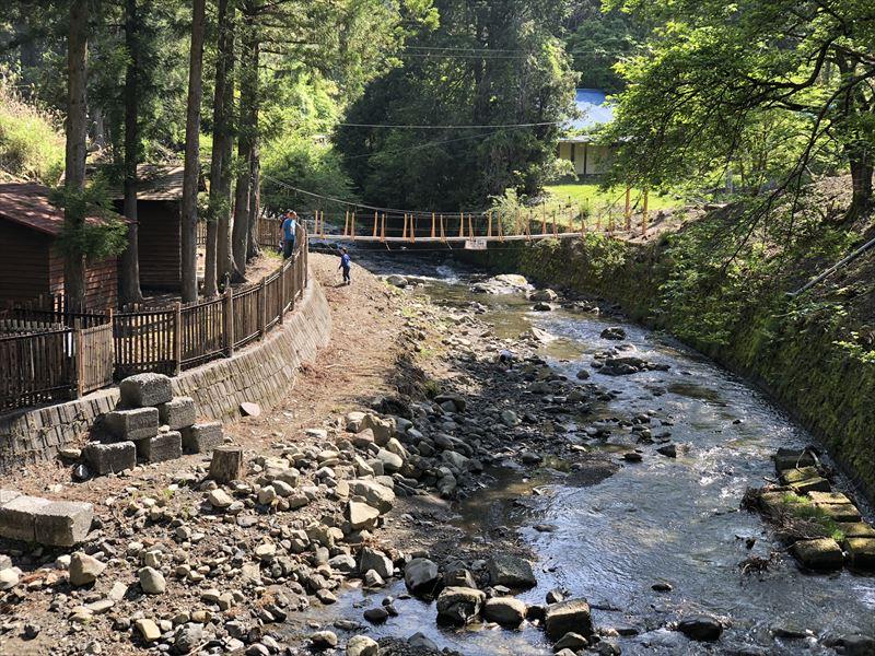 炭焼の杜 明ケ島キャンプ場 川02