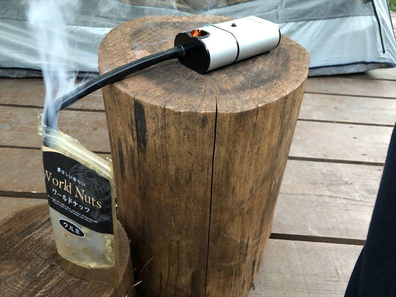 炭焼の杜 明ケ島キャンプ場 ポータブル燻製器 スモークインフューザーでナッツをスモーク