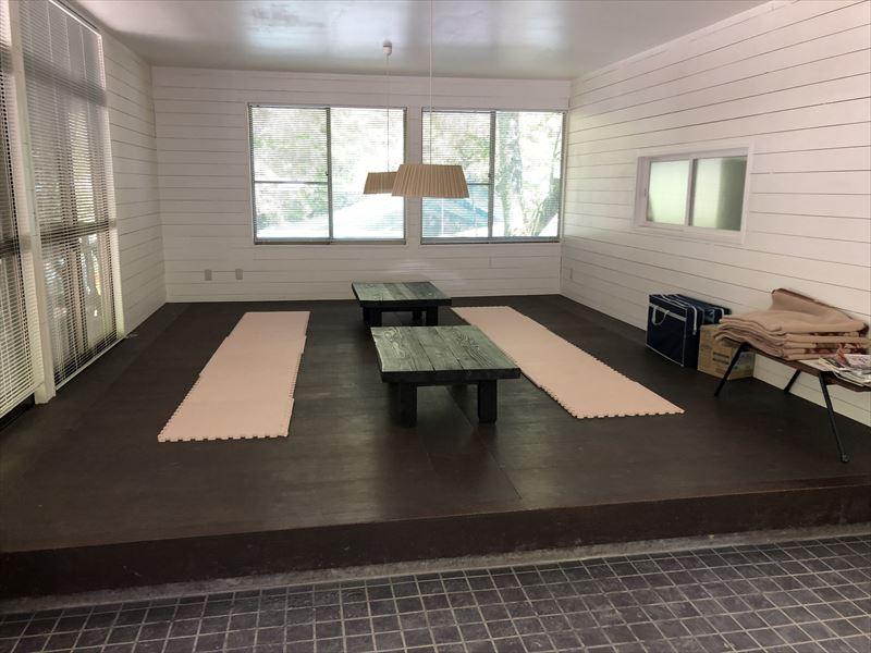 炭焼の杜 明ケ島キャンプ場 管理棟休憩スペース