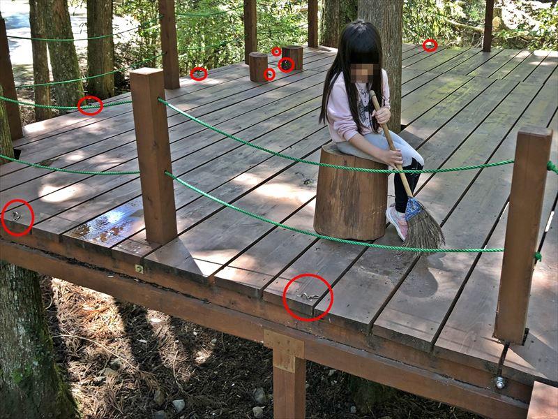 炭焼の杜 明ケ島キャンプ場 ウッドデッキサイト満月 テント固定用金具