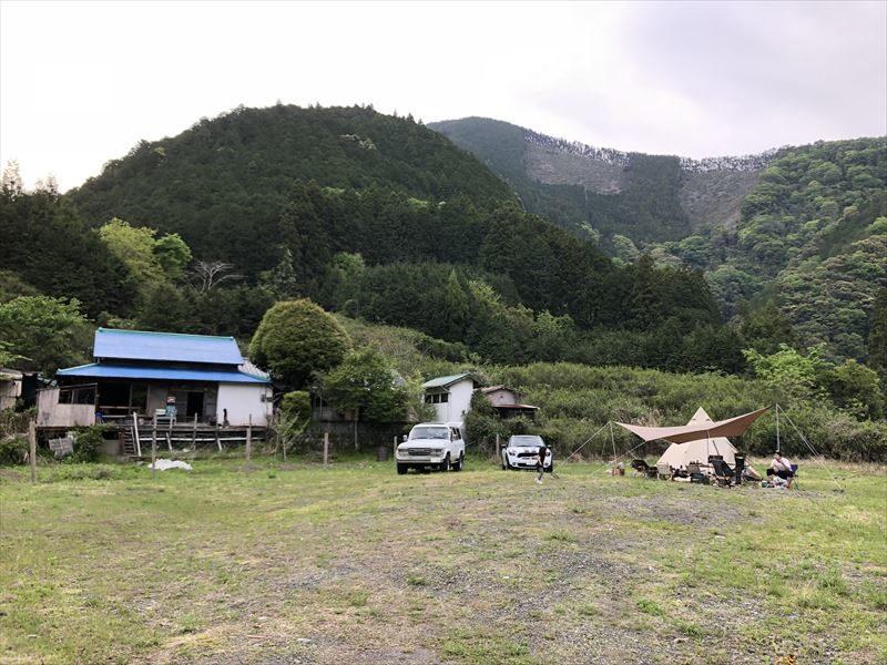 満緑キャンプ場 広大なプライベートサイト01