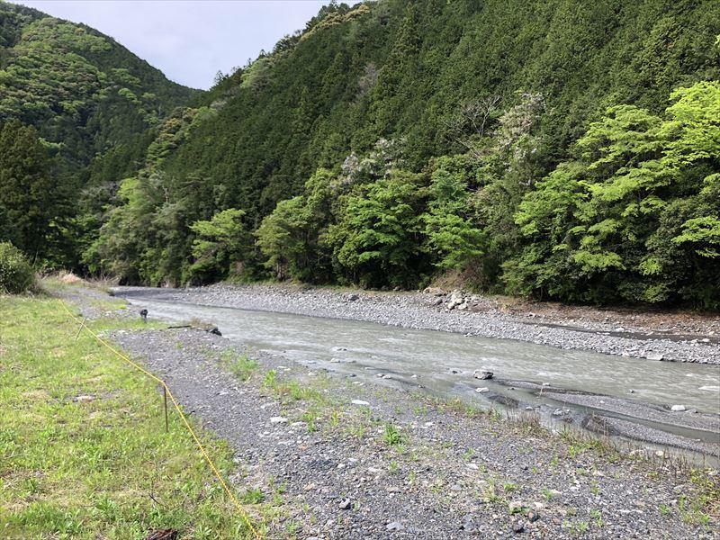 満緑キャンプ場 サイト沿いを流れる中河内川