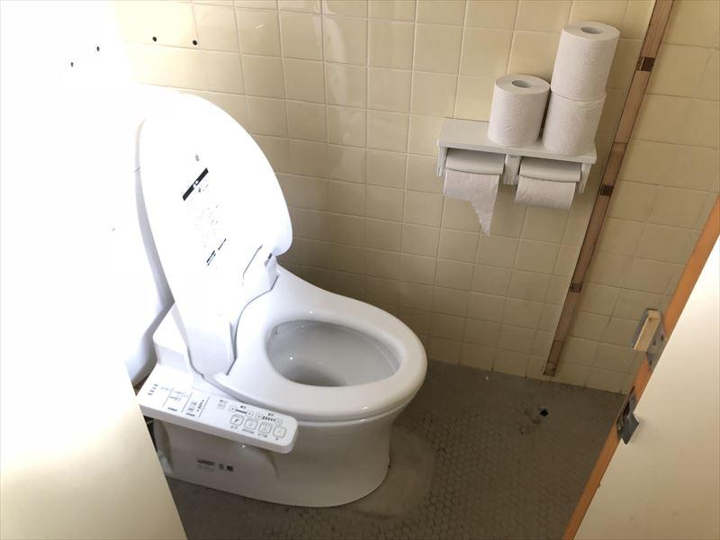 炭焼の杜 明ケ島キャンプ場 管理棟トイレ
