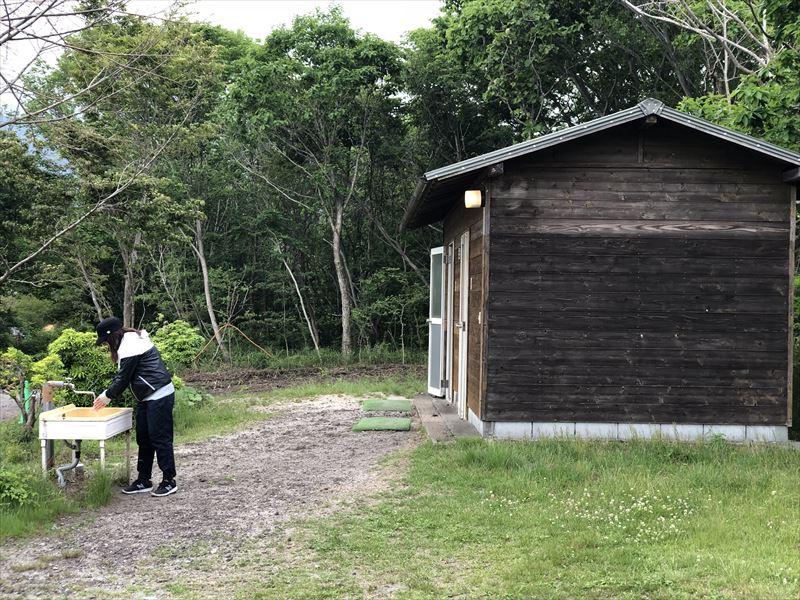 朝霧ジャンボリーオートキャンプ場 トイレ 電源サイト横