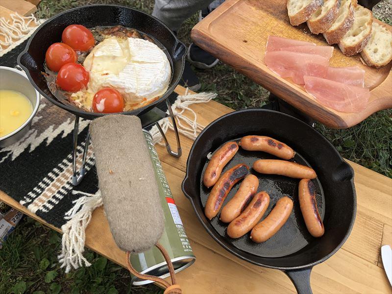 朝霧ジャンボリーオートキャンプ場 朝ごはんはカマンベールのアヒージョ
