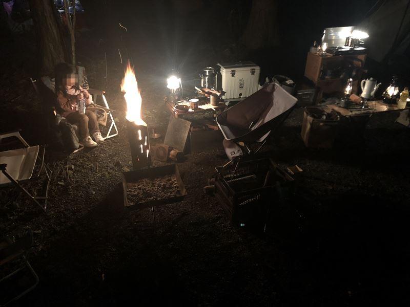 富士オートキャンプ場ふもと村 ユニフレーム ファイアポットで焚き火02