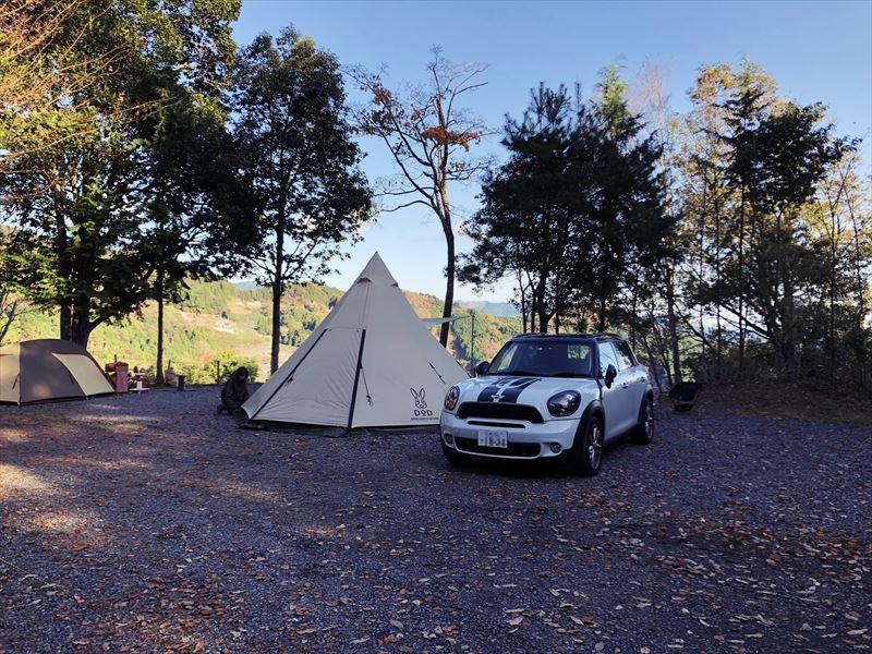 藤川キャンプヒルLUNA・Luna Aサイトに設営