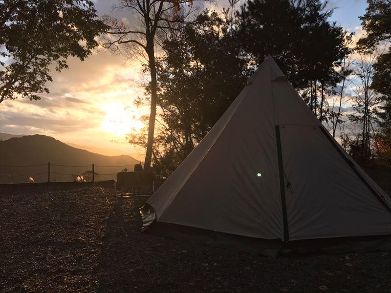 藤川キャンプヒルLUNA・Luna Aサイトからは日の出がギリギリ見える