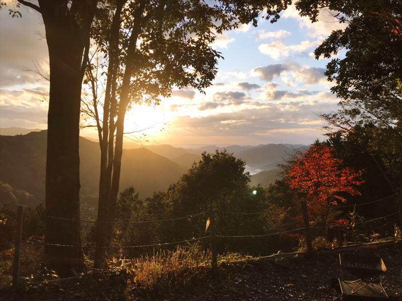 藤川キャンプヒルLUNA・Luna 11~12サイト辺りから見た日の出