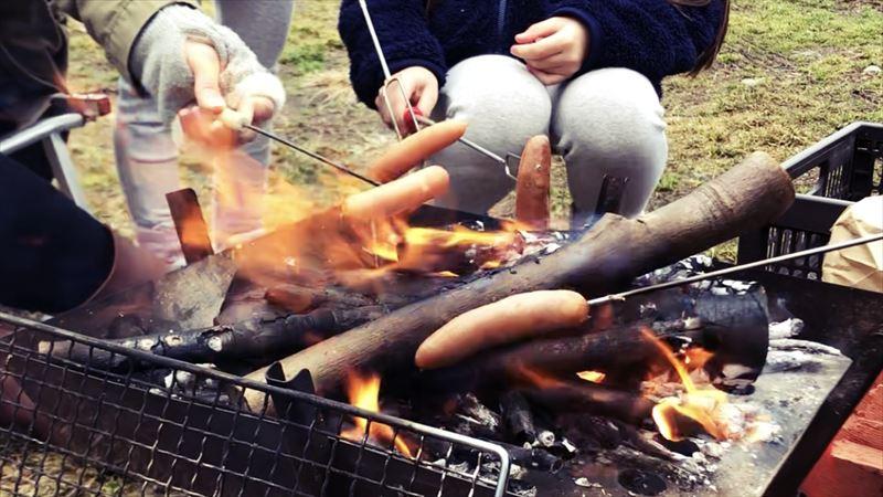 ふもとっぱらデイキャンプ 串焼き ウインナー