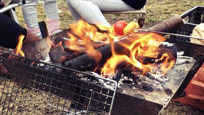 ふもとっぱらデイキャンプ 串焼き トマト&スモークチーズ