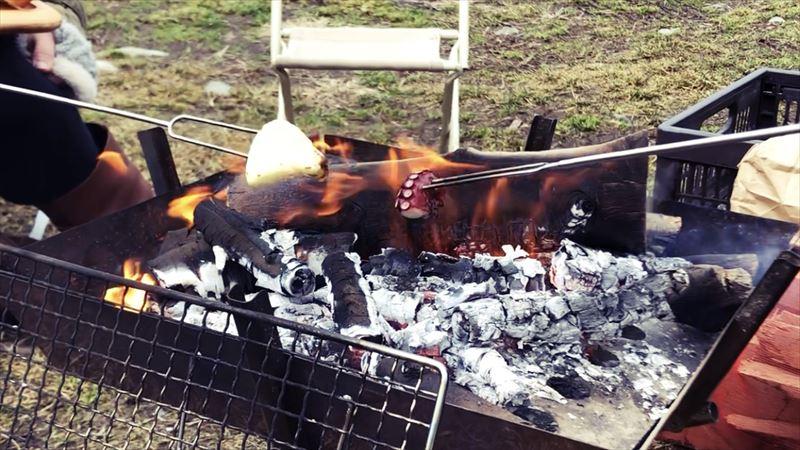 ふもとっぱらデイキャンプ 串焼き タコ