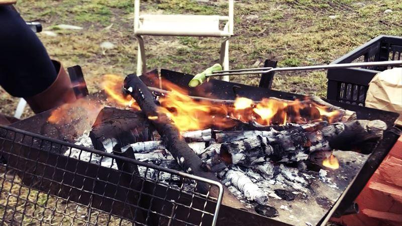 ふもとっぱらデイキャンプ 串焼き アスパラガス