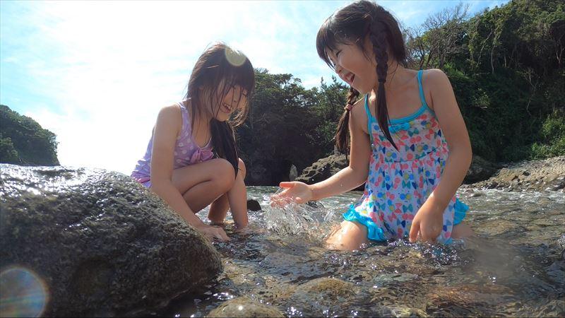 浮島海岸 浅瀬で水遊び