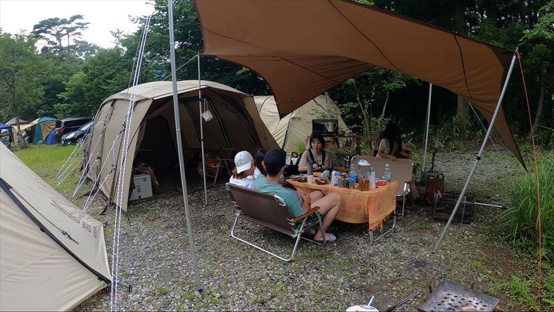 道志の森キャンプ場 池のあるグループ用サイト 砂利サイト