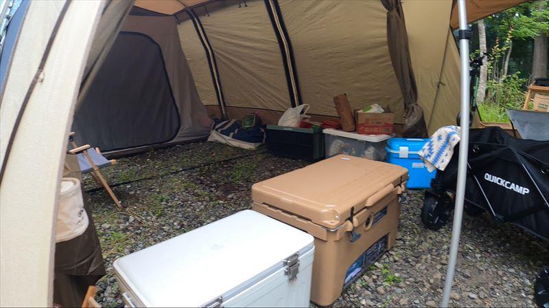 道志の森キャンプ場 アポロン 土間(前室)