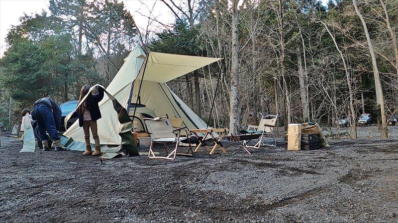 Foresters Village Kobitto あさぎりキャンプフィールド ワンポールテントにスカートを取り付け