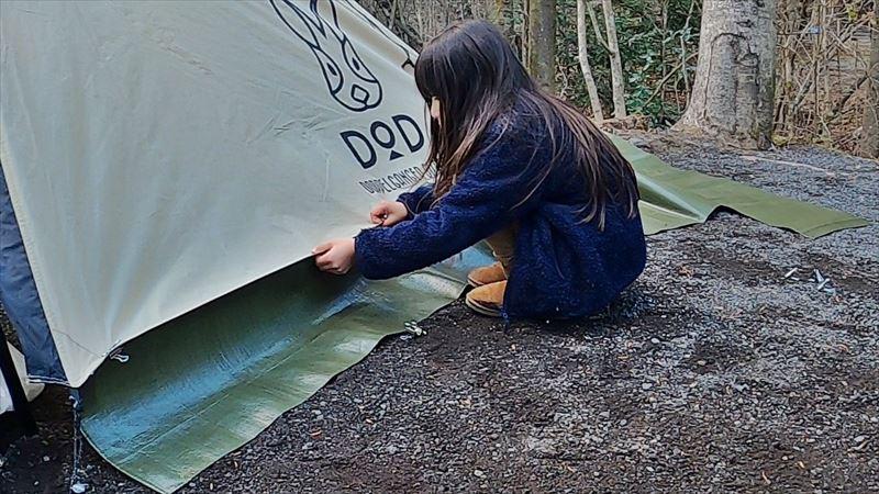 Foresters Village Kobitto あさぎりキャンプフィールド ワンポールテントにスカートを取り付け02