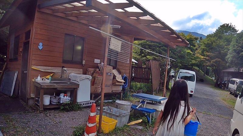 天子の森オートキャンプ場 管理棟横のトイレ
