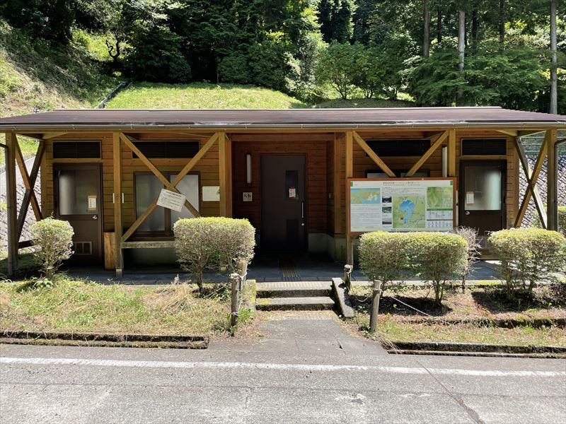 天子の森オートキャンプ場 新設キャンプ場横のトイレ