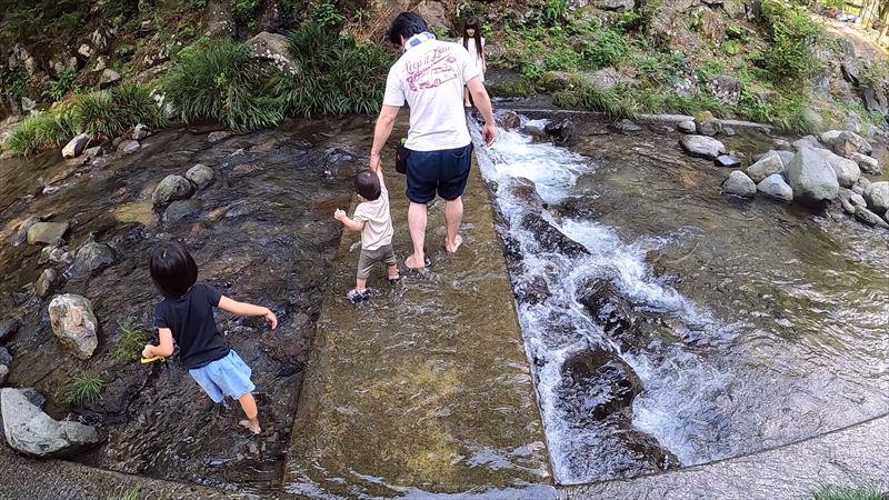 天子の森オートキャンプ場 川遊び